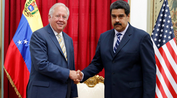 Venezuela's President Nicolas Maduro shakes hands with U.S. diplomat Thomas Shannon during their meeting at Miraflores Palace in Caracas, Venezuela June 22, 2016. REUTERS/Carlos Garcia Rawlins