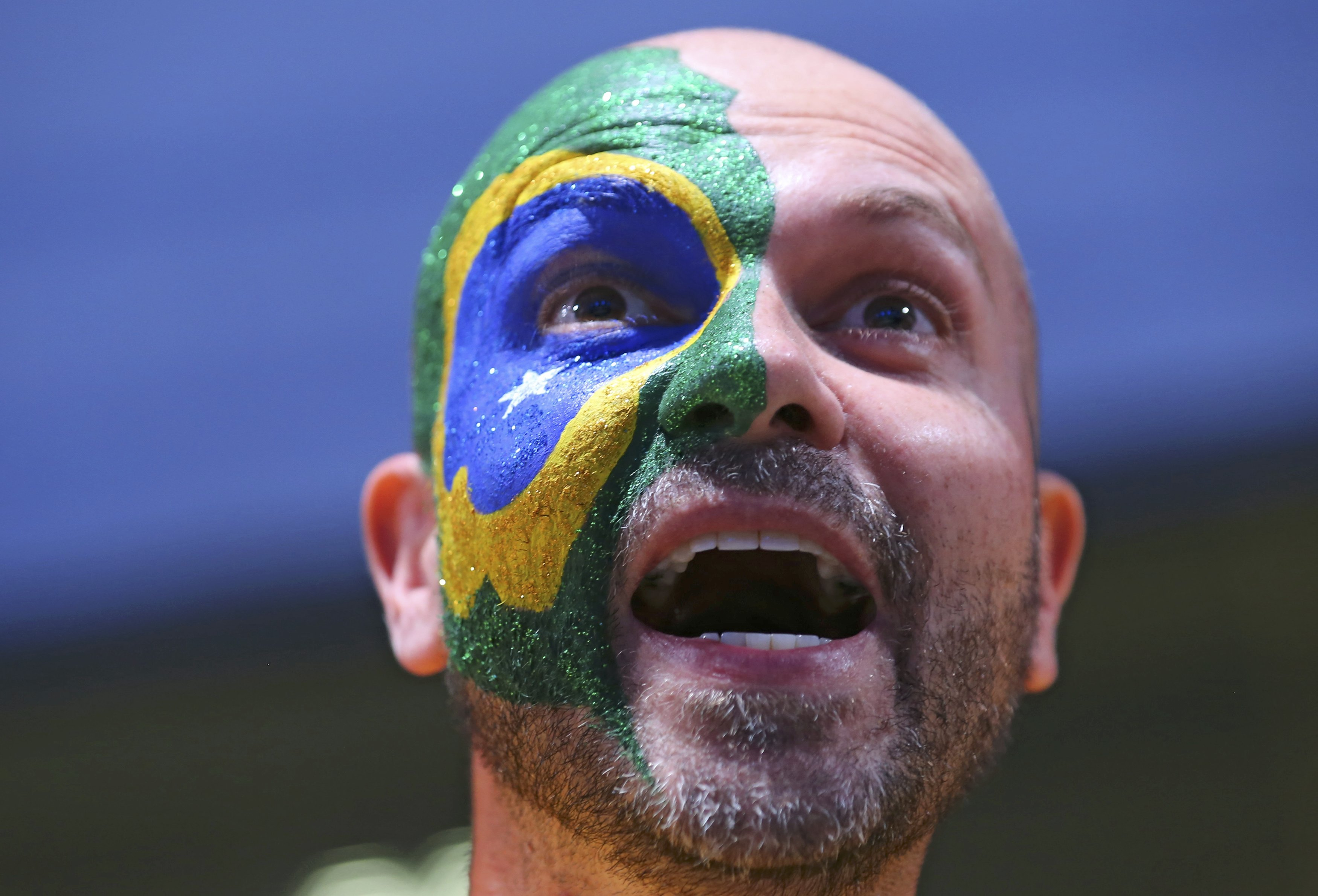 2016 Rio Olympics - Opening ceremony - Maracana - Rio de Janeiro, Brazil - 05/08/2016. Brazilian fan before the opening ceremony. REUTERS/Mike Blake FOR EDITORIAL USE ONLY. NOT FOR SALE FOR MARKETING OR ADVERTISING CAMPAIGNS.