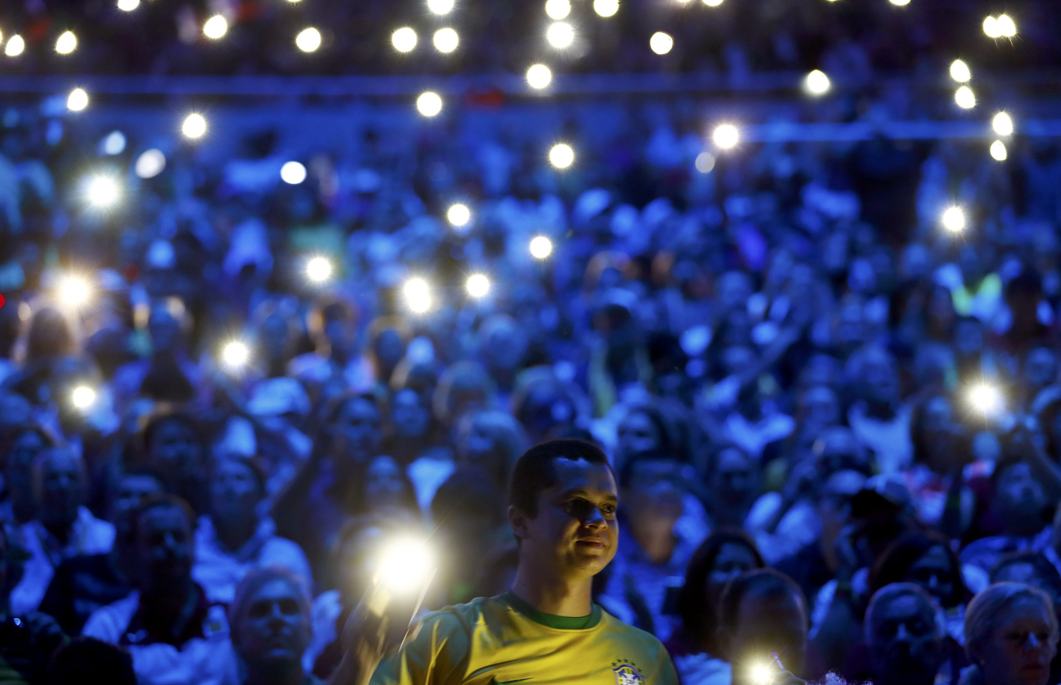 2016 Rio Olympics - Opening Ceremony - Maracana - Rio de Janeiro, Brazil - 05/08/2016. Spectators use their mobile phones for illumination. REUTERS/Kai Pfaffenbach FOR EDITORIAL USE ONLY. NOT FOR SALE FOR MARKETING OR ADVERTISING CAMPAIGNS. TPX IMAGES OF THE DAY